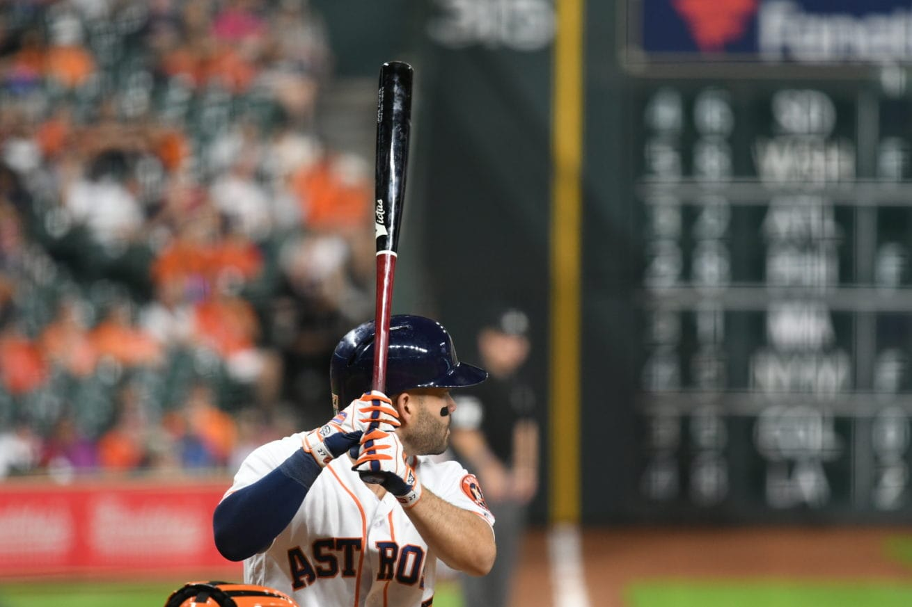 Jose Altuve waiting for the pitch