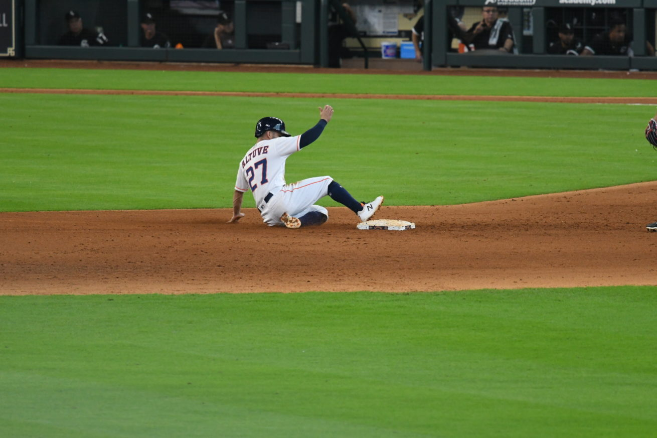 Jose Altuve not doing his knee any favors
